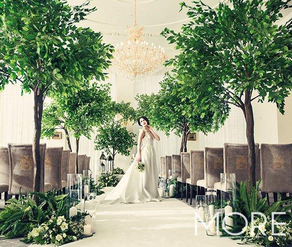 Rushton Hall wedding decor ficus tree and glass vase lined aisle